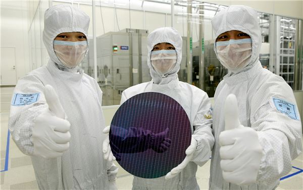 Samsung Electronics has completed the development of the 8-nano semiconductor foundry process and is ready to start mass production.