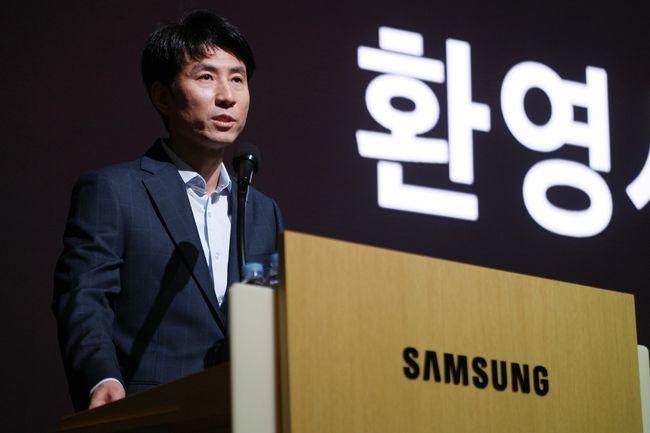 Cho Seung-hwan, vice president of the Samsung Electronics Software Center, is delivering a welcoming speech at the Samsung Open Source Conference held on Samsung Electronics's Seoul R&D Campus in Seoul on October 25.