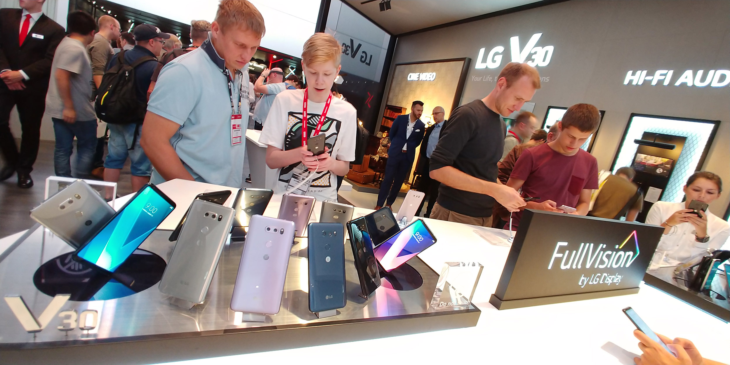LG Electronics is to present various high-definition technologies of the LG OLED TV at the IFA being held until September 6 (local time) in Berlin, Germany. (photo courtesy: LG Electronics)