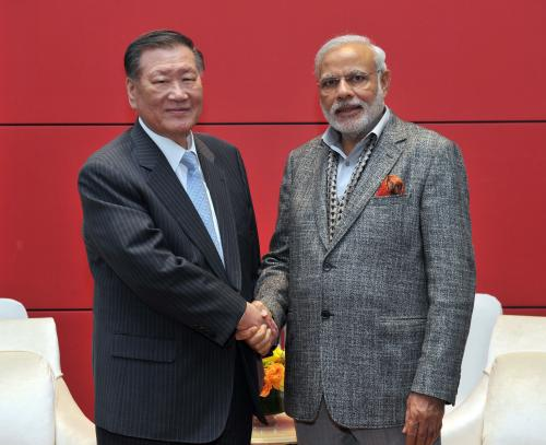 In May 2015, Hyundai Motor Chairman Chung Mong-koo met Indian Prime Minister Narendra Modi, who visited Korea to discuss the issue of setting up its third plant in India. (photo courtesy: Hyundai Motor)
