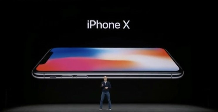 The iPhone X works most effectively with Samsung's OLED displays, which is expected to lead Samsung Electronics to expand its profits. (photo courtesy: Apple Korea)