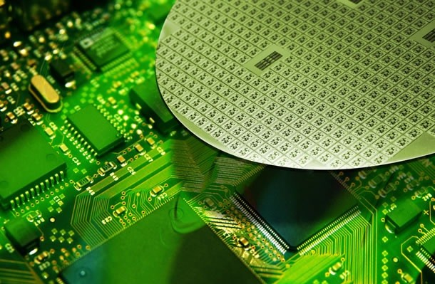 Semiconductors accounted for 16 percent of the country's total exports. (photo courtesy: Samsung Electronics)