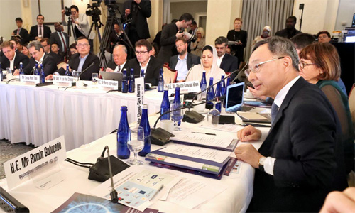 KT Chairman Hwang Chang-kyu (right) urges to use telecommunication companies' assets such as connectivity and big data to prevent the spread of infectious diseases at a regular general meeting of the Broadband Commission on Sep. 17. (photo courtesy: KT)