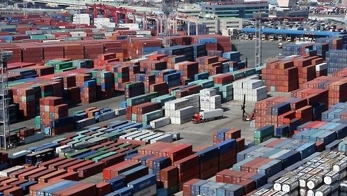 South Korea's export growth for next year is estimated at 3.5% while the global trade growth for next year is estimated at 4.0%.