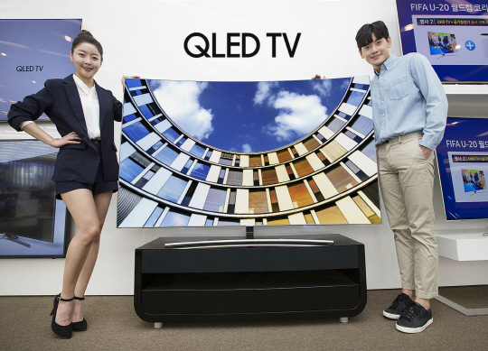 Samsung Electronics is expected to display 75- and 65-inch QLED TVs as a trendsetting products at the show CES 2018.