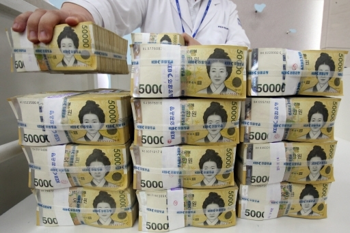 Foreign Investors continue to purchase the Korean won as they believe that South Korean government will not intervene in the foreign exchange market.