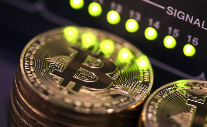 South Korean financial regulators have decided to place a ban on the bitcoin futures trading.