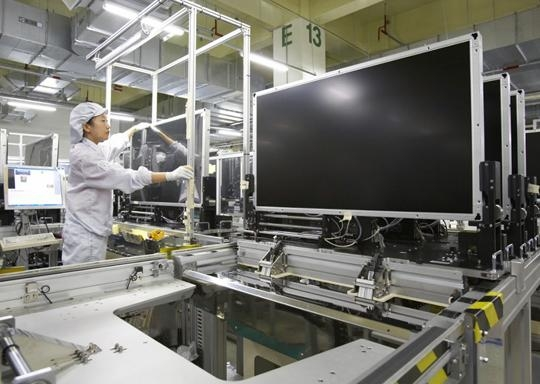 China's large display makers will put seven 10-generation LCD factories to work one by one from next year to 2020.