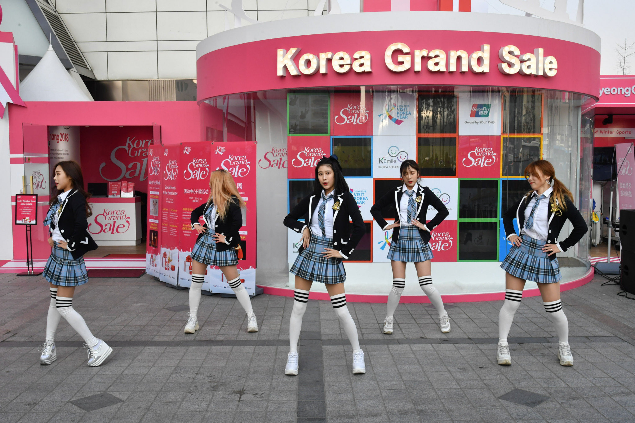 The Visit-Korea Committee will hold the 2018 Korea Grand Sale,a shopping, culture and tourism festival for foreigners from January 18 to February 28.