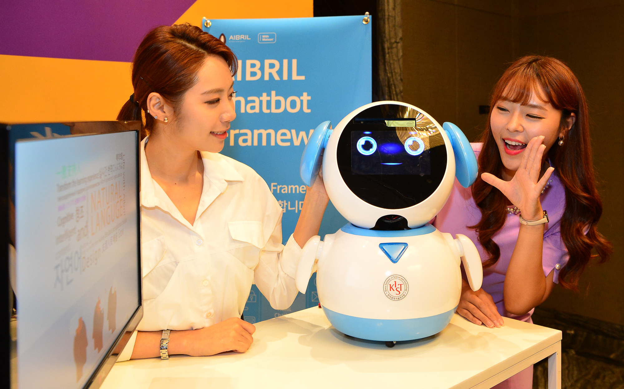 SK Holdings C&C demonstrated a chatbot loaded with Korean-language Aibril based on Watson, AI of IBM at the 'Aibril Opening Day' Event in Seoul in September of last year.