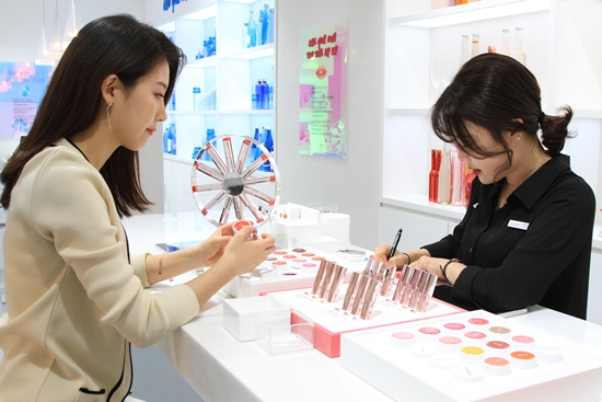 Customers of Cosmetics will be able to instantly create their own cosmetic products as they please at stores.