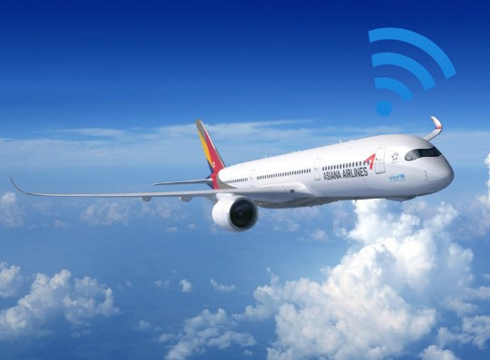 Asiana Airlines has been operating four A350 airplanes which provide in-flight Wi-Fi and mobile phone roaming services since May of last year. (photo courtesy: Asiana Airlines)