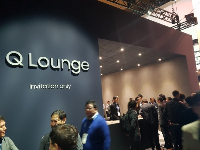Samsung Electronics displayed its latest QLED TVs in the invitation-only booth dubbed Q Lounge in order to reportedly to prevent Chinese companies from copying its products.
