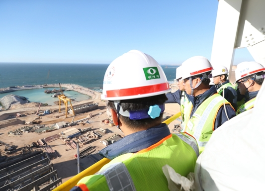 Daewoo Engineering & Construction incurred an estimated loss of 300 billion won (US$270 million) to 400 billion won (US$360 million) in Q4 of last year in its combined cycle power plant construction site in Safi, Morocco.