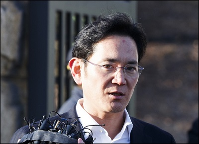 Samsung Group's financial affiliates including Samsung Life Insurance, are accelerating the search for their new CEOs with the release of vice chairman Lee Jae-yong.