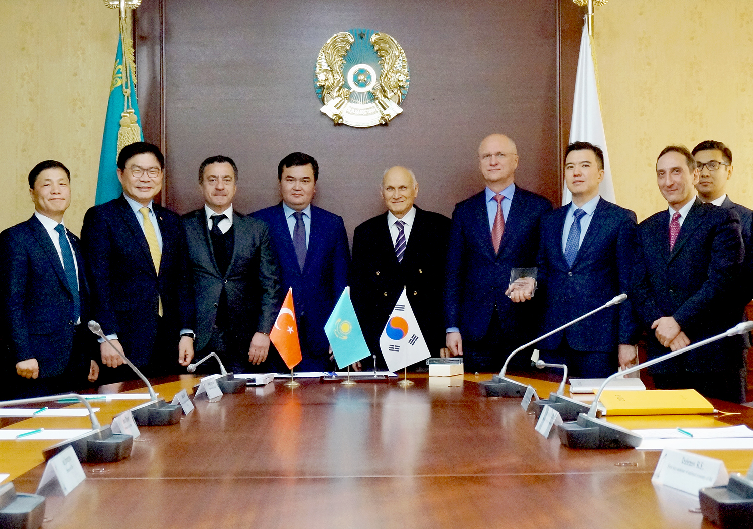 SK E&C won an US$737 million worth investment project to build roads in Kazakhstan together with Korea Highway Corporation.