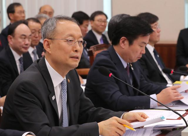 Korea's industry and trade minister Baek Woon-kyu said that he had asked GM Korea for its plan to improve its business in the long term at a small business and venture committee meeting of the National Assembly on Feb. 12.