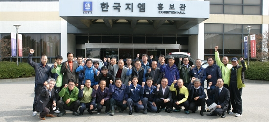 The total number of employees of GM Korea and its partner companies was estimated at 156,000 as of 2016.