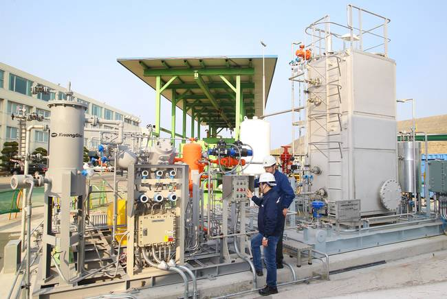 Hyundai Heavy Industries (HHI) has completed a single mixed refrigerant (SMR) test bed facility that re-liquefies vaporized gas from an LNG tanker.