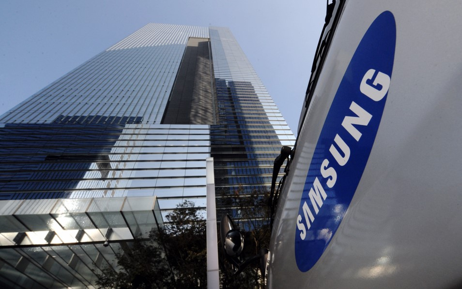 Samsung Group's financial affiliates will sell their stakes in Samsung Electronics that exceed 10 percent by the end of this year.