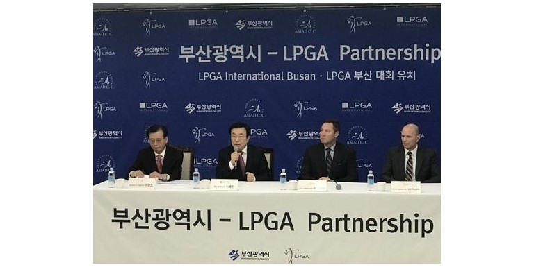 Busan City Mayor Suh Byung-soo (2nd from left) announced the host of LPGA tournament in attendance with Asiad Country Club CEO Gu Young-so (far left), LPGA Commissioner Mike Whan (2nd from right) and LPGA Chief Commercial Officer Jon Podany (far right).