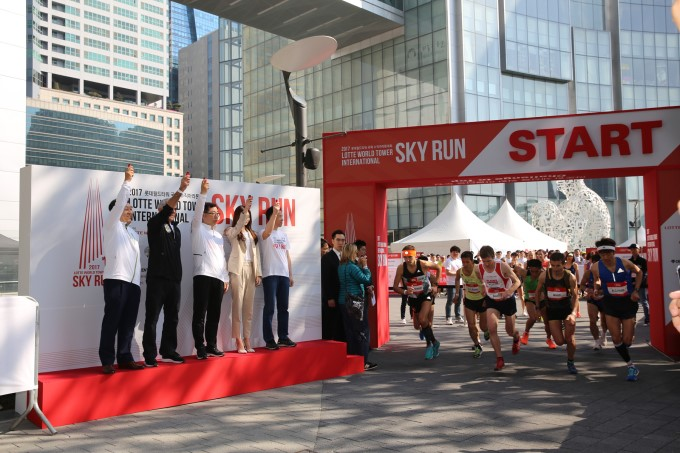 The start of the 1st Lotte World Tower Sky Run. (photo courtesy: Lotte World Mall)