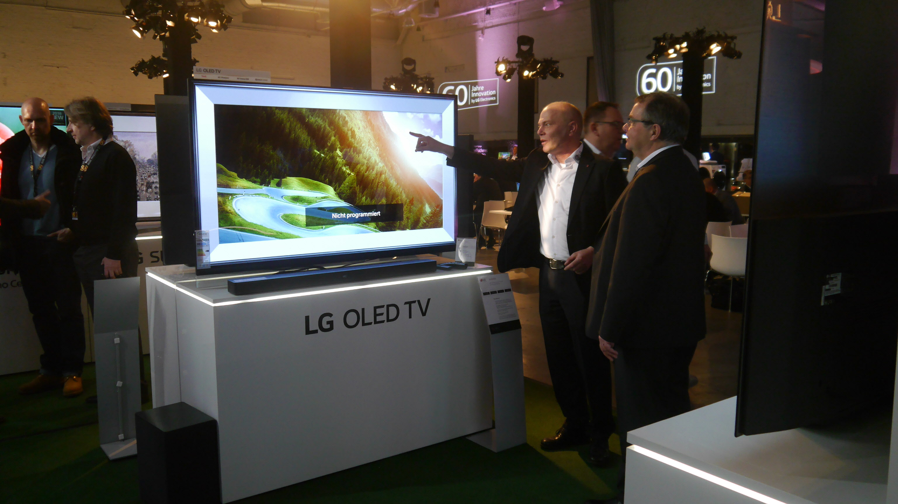 LG Electronics ranked first in the category of premium TVs costing US$2,500 or higher in North American market.