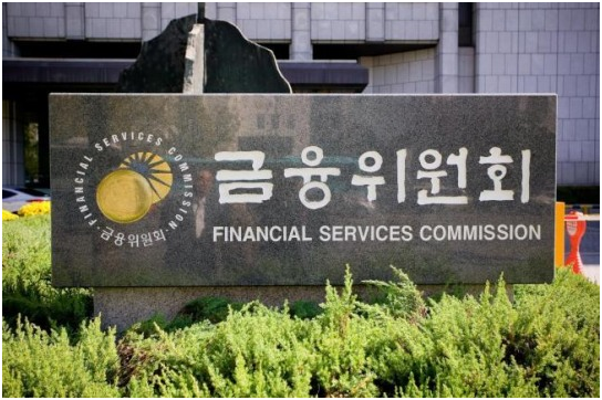 The Financial Services Commission (FSC) urged Samsung Life Insurance to voluntarily sell its Samsung Electronics shares before the relevant law is revised.