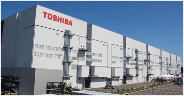 A rumor is going around that Toshiba may change its mind to sell off its memory business unit as it has passed through an acute financial crisis.