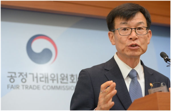 Kim Sang-jo, head of the Korea Fair Trade Commission, expressed his opposition to Elliott Management's proposal that Hyundai Motor Group create a holding company by merging Hyundai Motor and Hyundai Mobis.