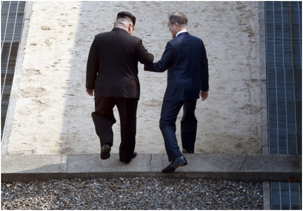 North Korean leader Kim Jong-un (left) and South Korean President Moon Jae-in are crossing the militarized zone (DMZ) line in Panmunjom to North Korea.