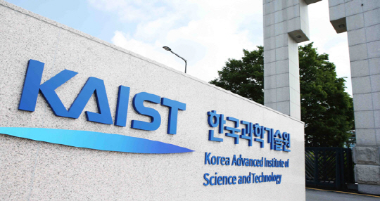 Some 50 famous foreign robot scientists showed a concern that the AI weapons to be developed by the KAIST will be killer robots