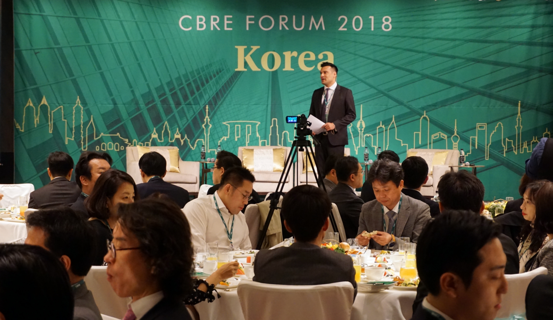 "Darren Krakowiak, Managing Director, CBRE Korea, makes opening remarks at the ""CBRE Forum 2018"" at the Four Seasons Hotel in Gwanghwamun, Seoul on April 11, 2018."