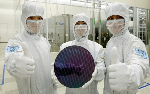 Samsung Electronics will begin mass production of next-generation APs by starting tentative mass production of products via a seven-nanometer (nm) extreme ultraviolet (EUV) process in the second half of this year.
