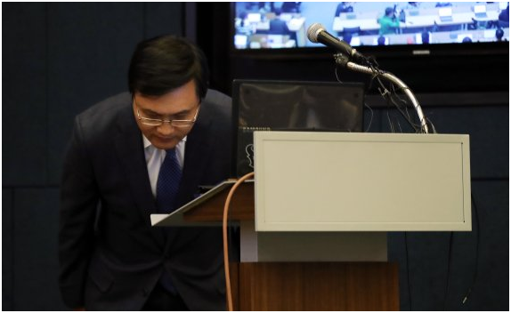 Samsung Biologics managing director Yoon Ho-yeol at an emergency press conference in Seoul on May 2