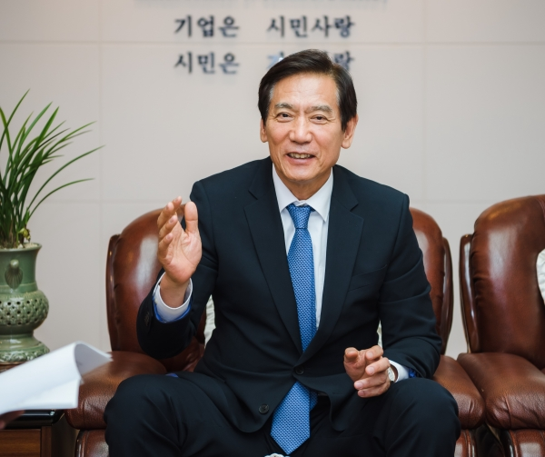 Lee Kang-shin, chairman of the Incheon Chamber of Commerce and Industry.