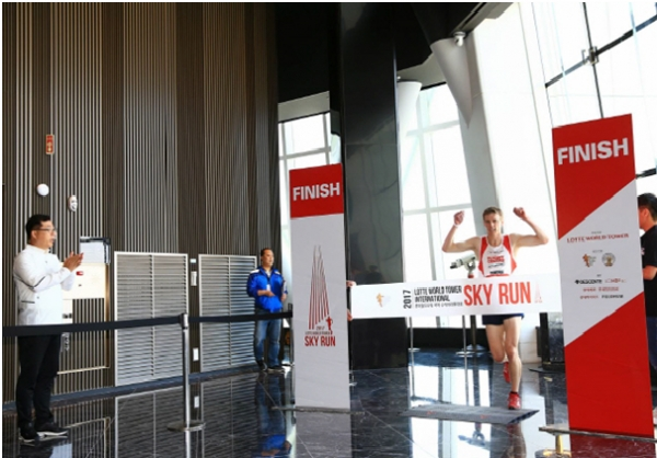Lotte World Tower, which hosted the Sky Run for the first time last year, will hold this year's game at Lotte World Tower in Seoul on May 13 (Sunday).