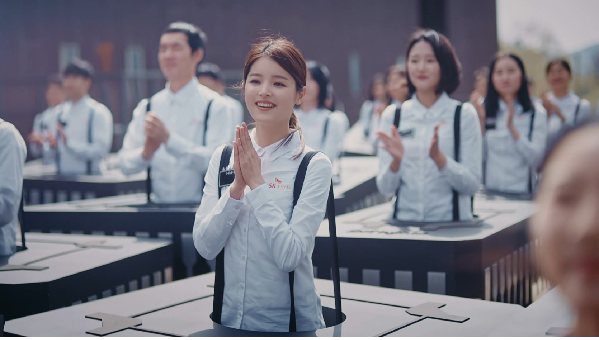 SK Hynix's new ad featuring personified memory chips has proven a hit with young people.