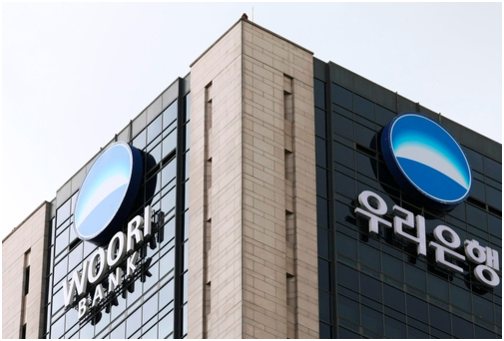 The Financial Services Commission has decided to convert Woori Bank into a holding company before selling off the government's remaining stake in it.