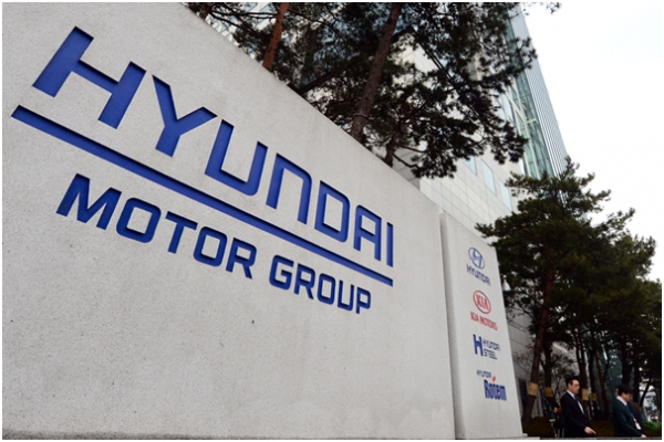 The Hyundai Motor Group has decided to revise and improve the group's corporate governance restructuring plan.