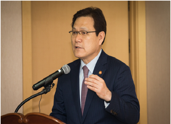 Financial Services Commission Chairman Choi Jong-ku speaks on accounting reform on May 18 at the Korean Institute of Certified Public Accountants located in Seoul.