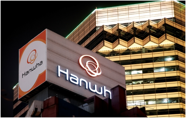 Much attention is being paid to how the Hanwha Group's plan for reducing intra-group transactions involving Hanwha S&C will lead to the group's governance reform and corporate succession in the long term.