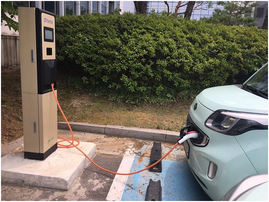 The Korean government has halved its target supply of hydrogen cars from 10,000 to 5,000 in nine months.