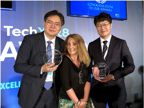 Officials in the telecommunication industry including Cho Sung-ho (left), head of the Network Lab at SK Telecom, are posing for a commemorative photo shoot at the TechXLR8 2018 Awards in London, the UK on June 12 (local time).