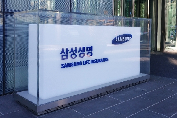 Samsung Life will lose 107.7 percent points of its capital adequacy ratio to 221.2 percent when the new capital regulations are applied.