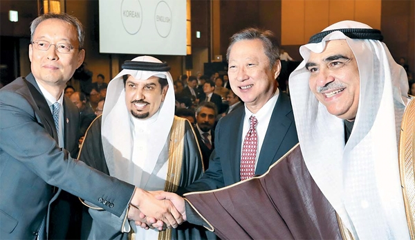 "On October 26 last year, Minister of Trade, Industry & Energy Baek Woon-kyu (left) shakes hands with his counterpart Adel bin Muhammad Fakeih (right) at ""Korea-Saudi Arabia 2030 Business Forum held in Seoul."