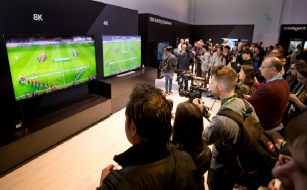 An 8K TV (left) and a 4K TV exhibited by Samsung Electronics at the CES 2018 in Las Vegas of the US in January.