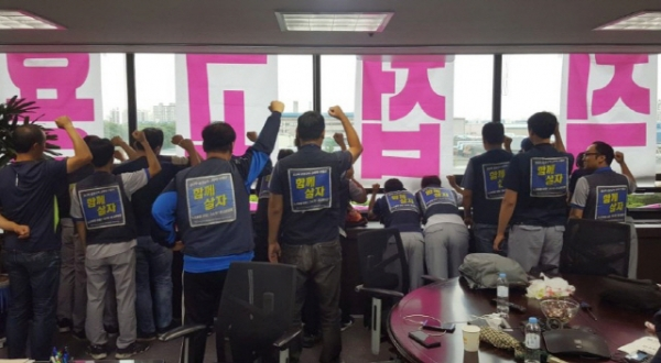 Non-regular GM Korea workers occupied president Kaher Kazem's office on July 9, claiming that the company should hire them directly as told by the Ministry of Employment and Labor.