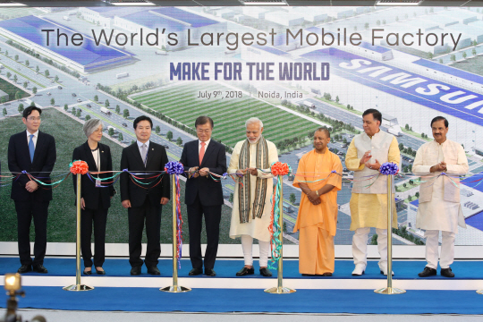 Samsung Electronics has set a foundation that can effectively target the Indian low-priced smartphone market priced at a US$100 level as it has opened the world's largest mobile phone manufacturing factory in Noida.
