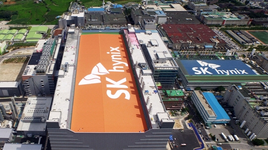 SK Hynix System IC will establish a joint venture with the Wuxi Industrial Group to build a 200mm wafer analog semiconductor foundry plant in Wuxi, China.